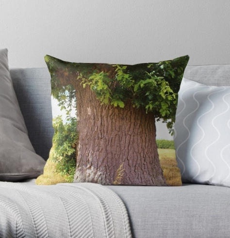 Oaktreeingoldenfield cushion